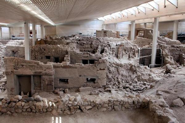Раскопки на мысе Акротири